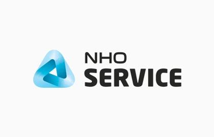 Stor versjon av logoen til NHO Service med hvit bakgrunn.